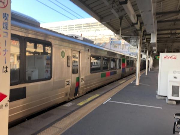 鹿児島中央駅に到着した特急きりしま13号