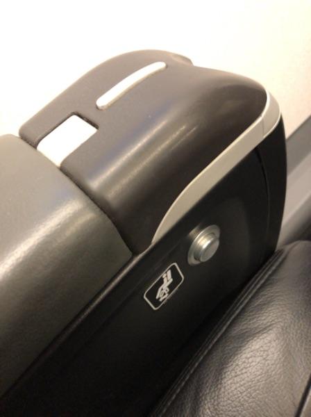 エンブラエル190クラスJ座席左側についたボタン