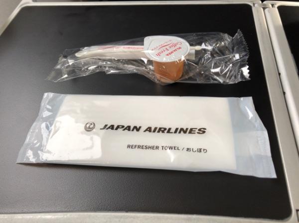 JAL2400便クラスJでサービスとして出されたおしぼり