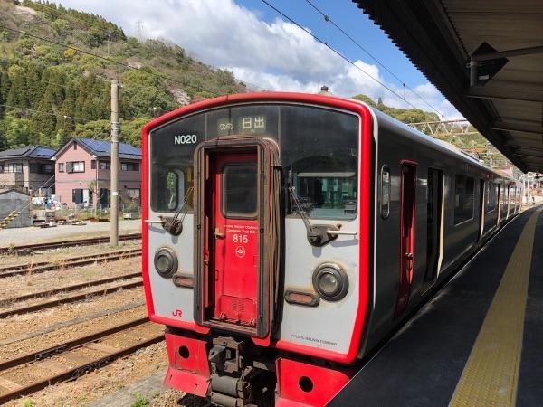 佐伯駅に停車中の815系電車