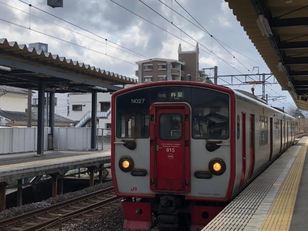 暘谷駅に到着した815系電車