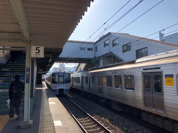 西小倉駅に出発した811系電車