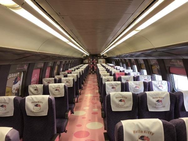 キティちゃん新幹線の座席