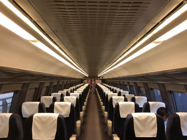 キティちゃん新幹線の後ろの号車の座席