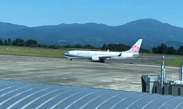 鹿児島空港に着陸したチャイナエアラインのボーイング737-800