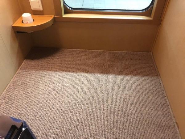ノビノビ座席上段の窓側の様子