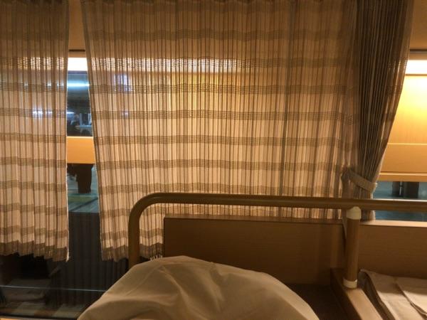 ノビノビ座席の通路側カーテン