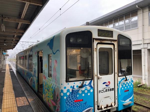 川内駅に停車中の肥薩おれんじ鉄道HSOR-100形気動車