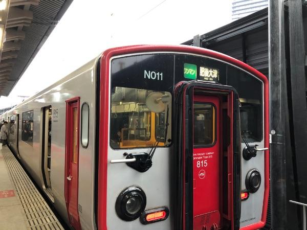 熊本駅に停車中の815系電車