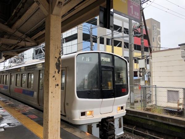 鳥栖駅に到着した門司港行きの811系電車