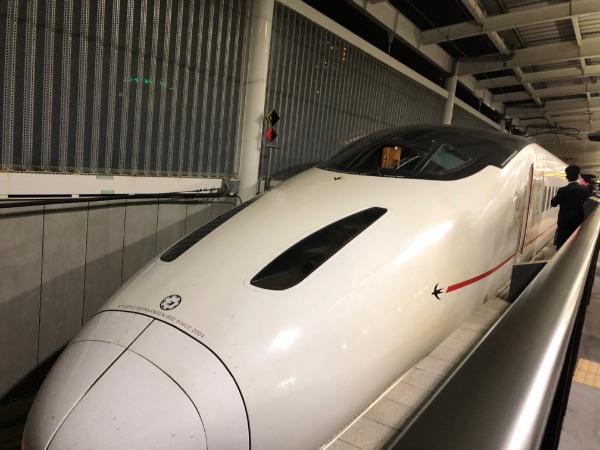 熊本駅に到着した800系新幹線