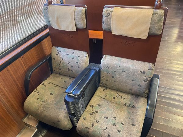 指宿のたまて箱1号車(予備車)の座席