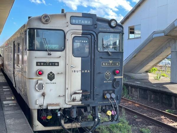 指宿駅に到着した指宿のたまて箱5号