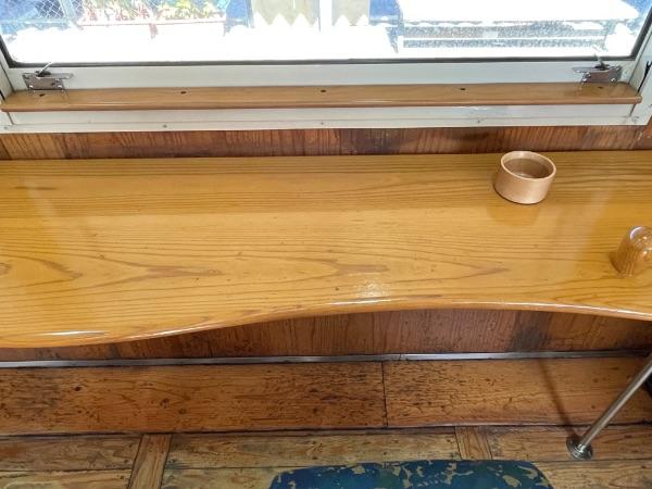 指宿のたまて箱2号車カウンター席のテーブル