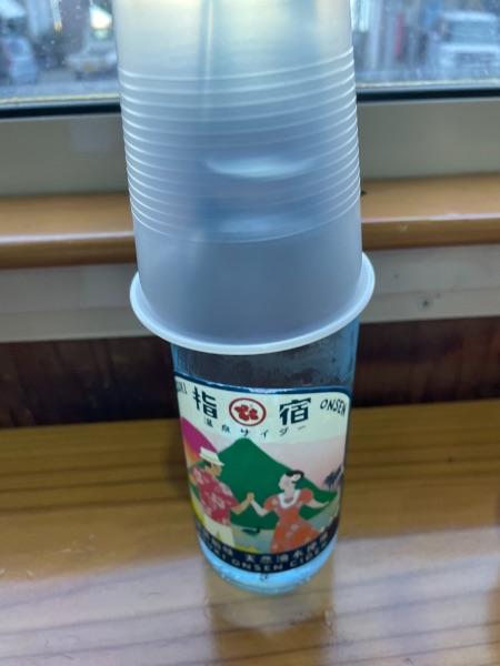 指宿温泉サイダーとプラスチックコップ