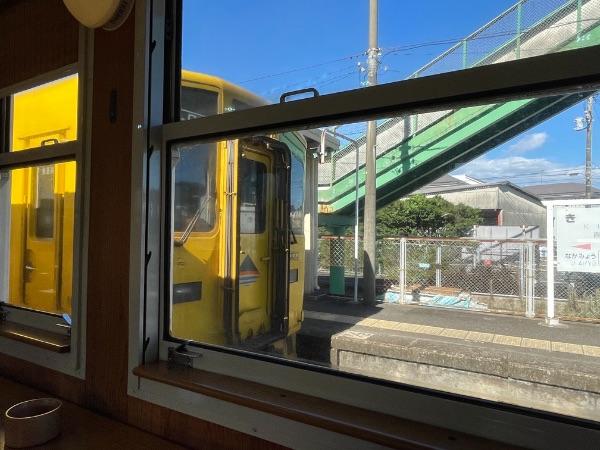 喜入駅に停車中の鹿児島中央行きの普通列車