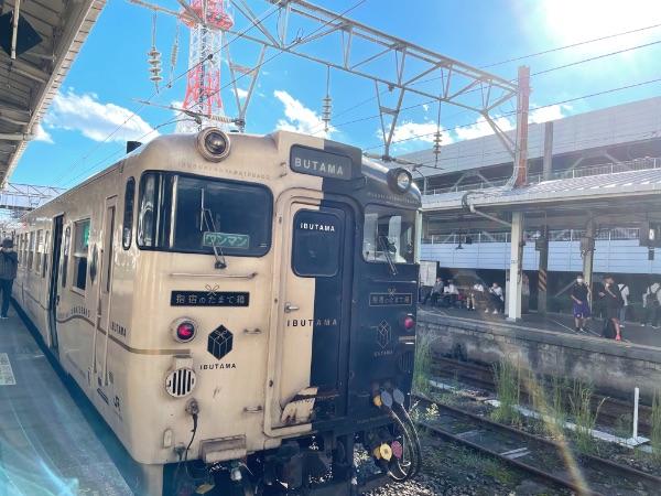 鹿児島中央駅に到着した指宿のたまて箱