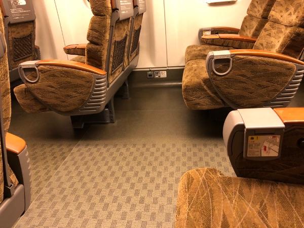 新幹線みずほ・さくらの普通車指定席のシートピッチ