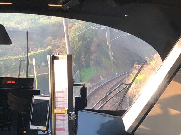 カーブ区間におけるかもめ3号グリーン車で立った状態での前面展望