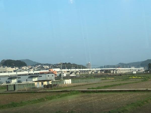 白いかもめ車内から見た長崎新幹線の高架