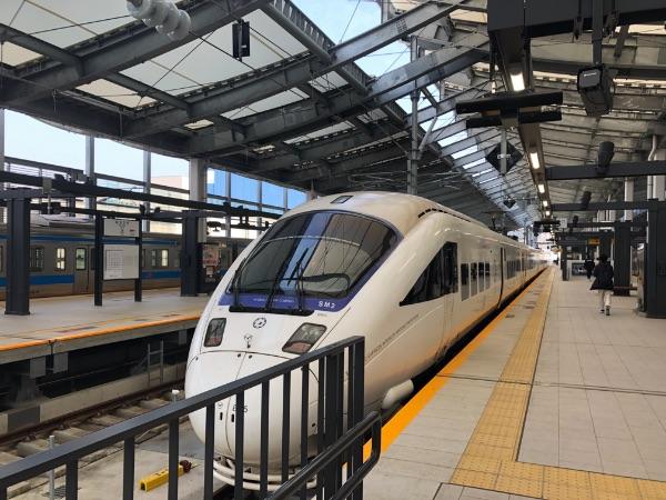 長崎駅に到着した特急かもめ3号