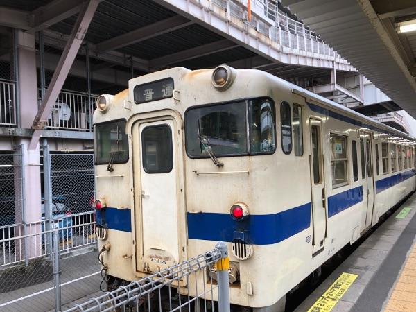 鹿児島中央駅在来線1番のりばに停車中のキハ47系気動車
