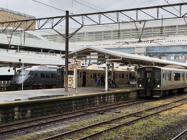 鹿児島中央駅1番のりばから見た他の在来線のりば