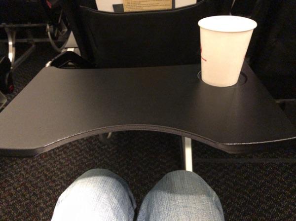 非常口座席とテーブル