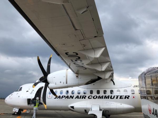 鹿児島空港に駐機中のATR42-600