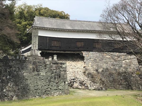 地震で崩れた熊本城の長塀