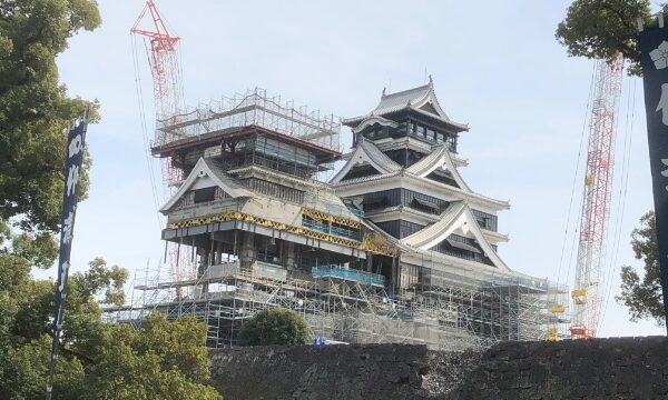 加藤神社の境内から見た熊本城の天守閣