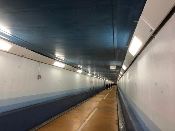 門司側から見た関門トンネル人道海底方面