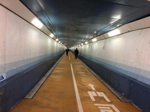 下関側から見た関門トンネル人道海底方面