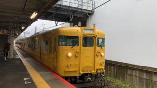 長府駅に到着した115系電車