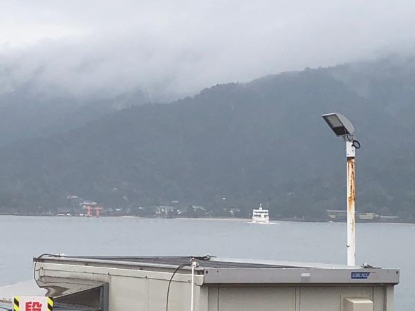 宮島口港から見える大鳥居