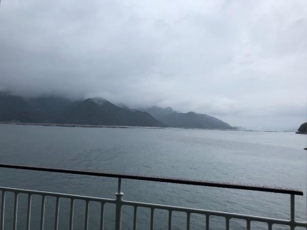 ななうら丸の屋外ベンチから眺めた瀬戸内海