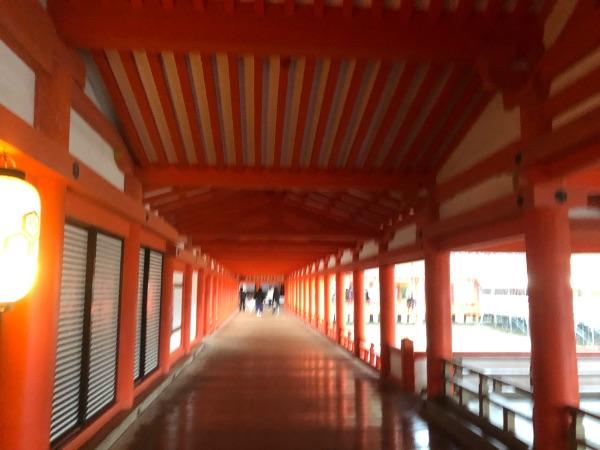 厳島神社の社殿の東廻廊