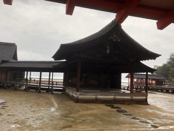 厳島神社の能舞台と能楽屋