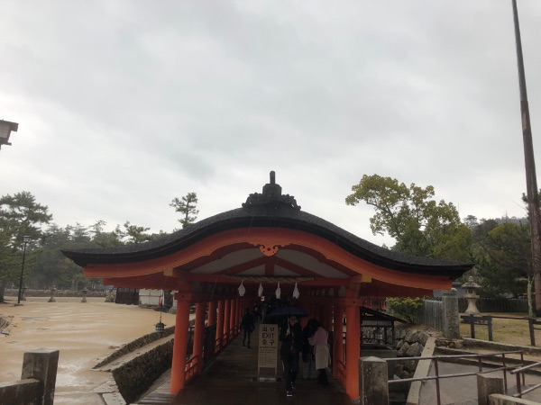 厳島神社の社殿の順路出口