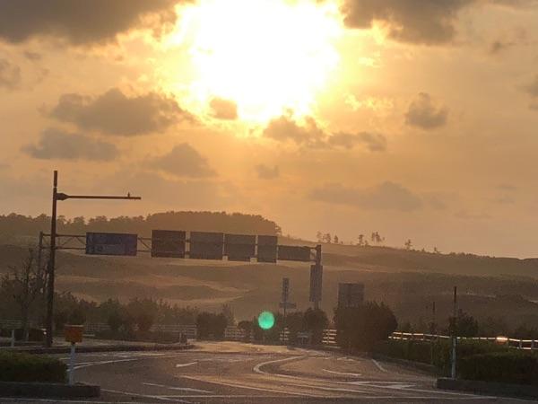 夕日と鳥取砂丘