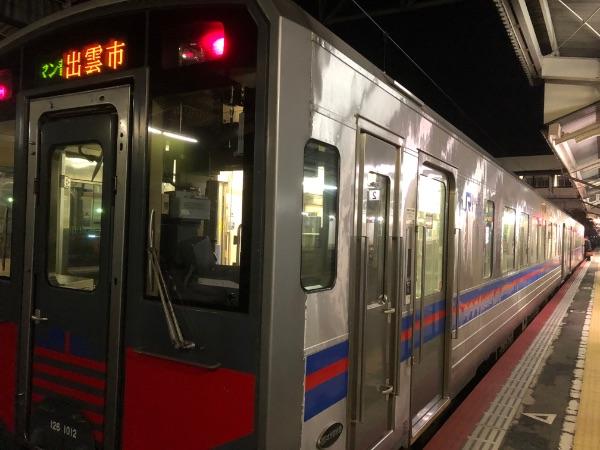 米子駅に停車中のキハ126系気動車