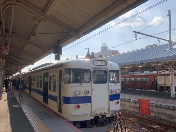 下関駅に停車中の415系電車