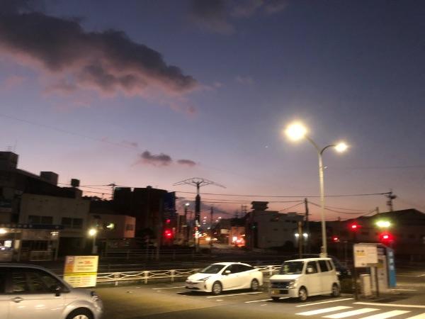 朝6時ごろの佐伯駅周辺の様子