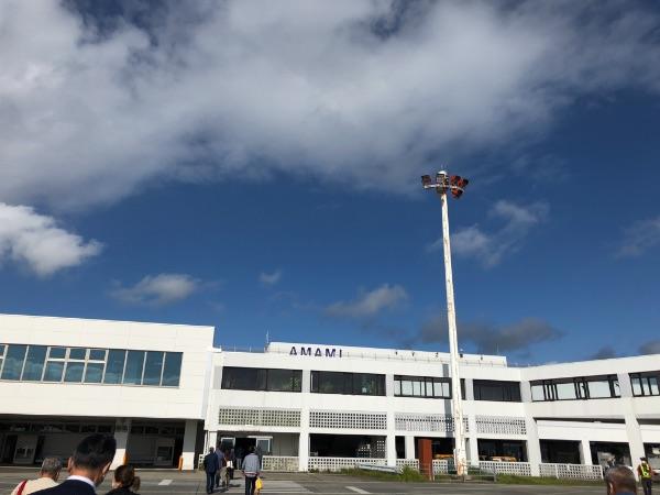 駐機場から見た奄美空港