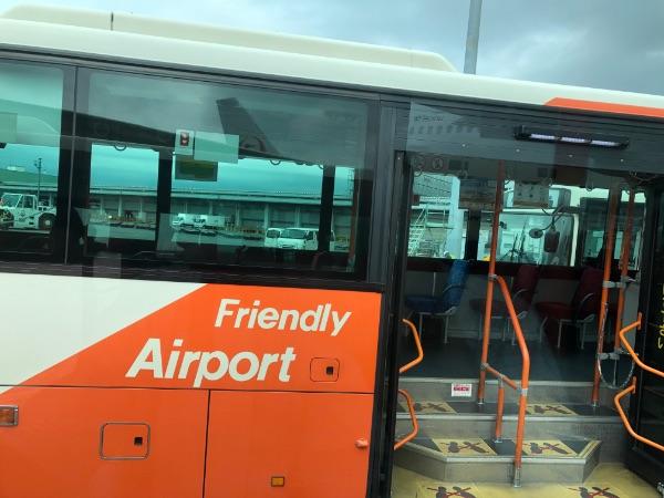 羽田空港内のバス